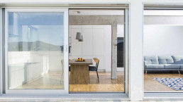La terraza aprovecha las espectaculares vistas a la ría de Vigo