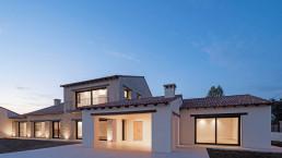 El diseño de esta casa rústica contiene elementos de arquitectura contemporánea