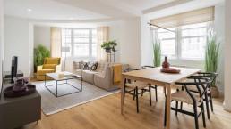 La sala de estar de cada vivienda ofrece una estética contemporánea