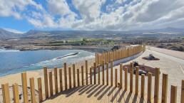 La senda deportiva del paseo de Punta Blanca luce elementos orgánicos